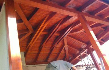 Ефектен дървен покрив