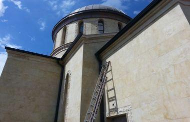 Изграждане на нов покрив на църква