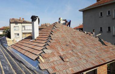 Премахване на стар и направа на нов четирискатен покрив