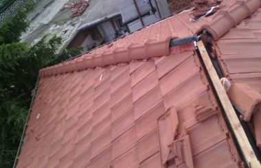 Основен ремонт на много скатен покрив