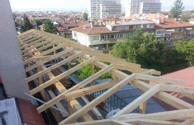 Изграждане на скатен покрив с дървена конструкция